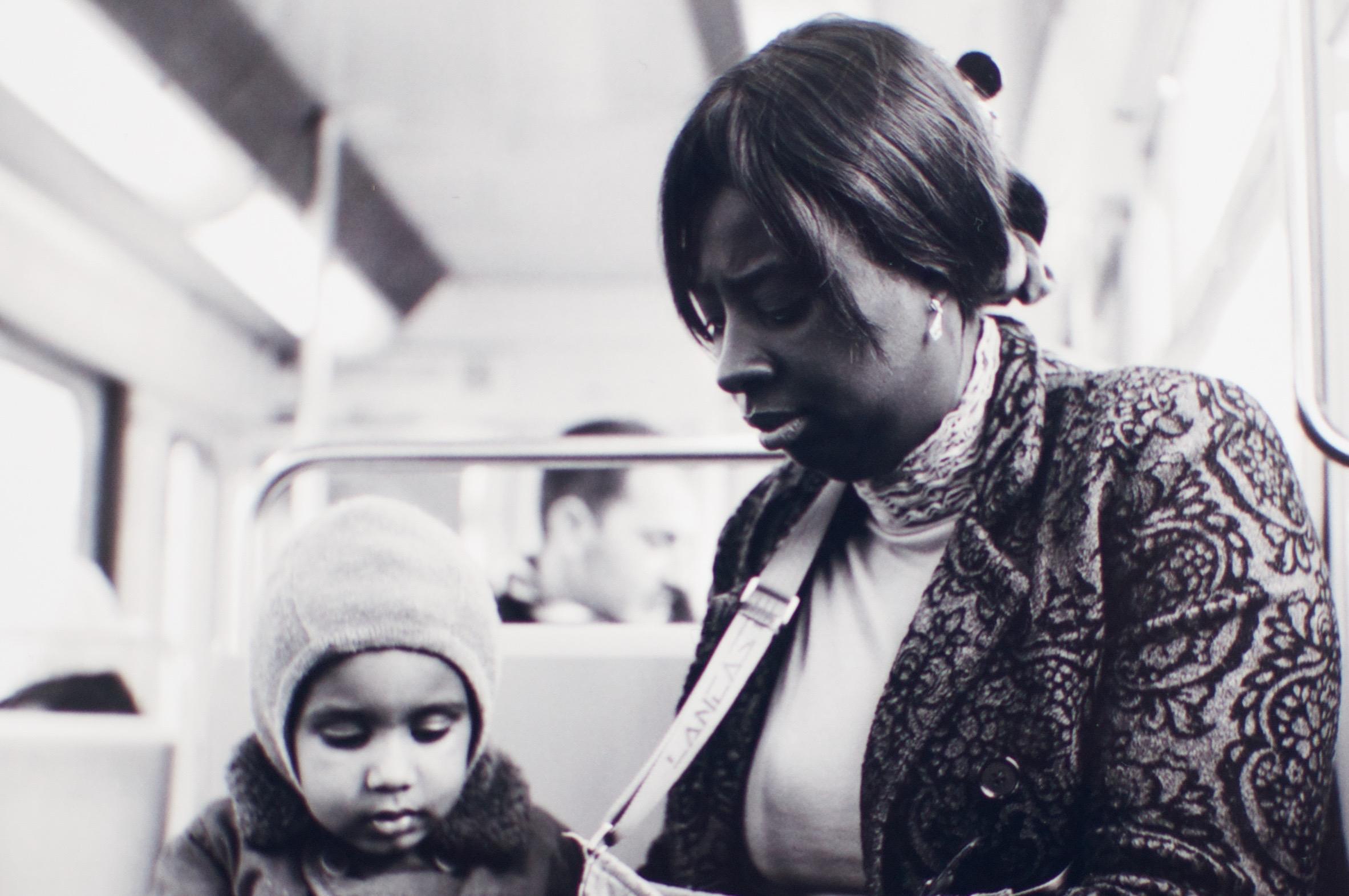 La jeune femme et l'enfant dans le métro