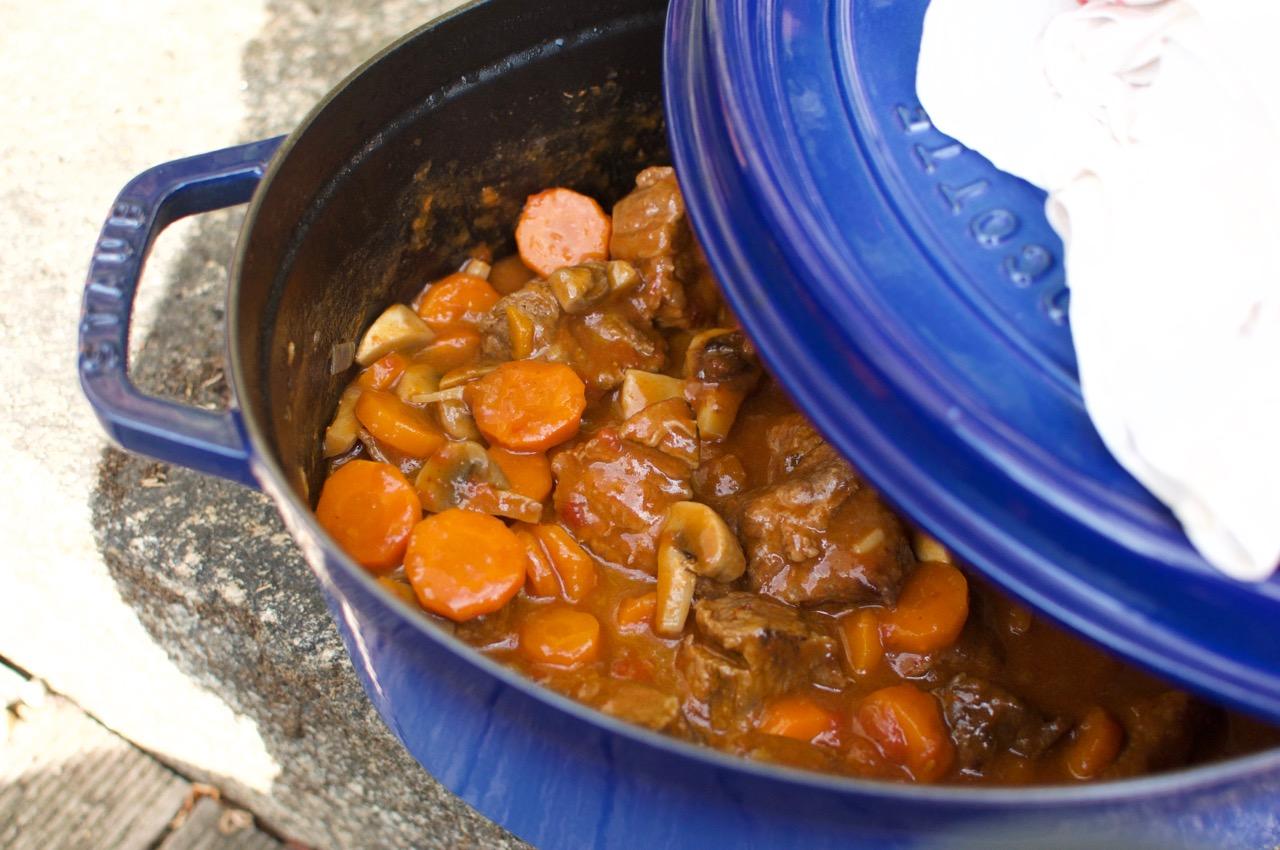 Mijoté de boeuf aux carottes, aux champignons et à la tomate