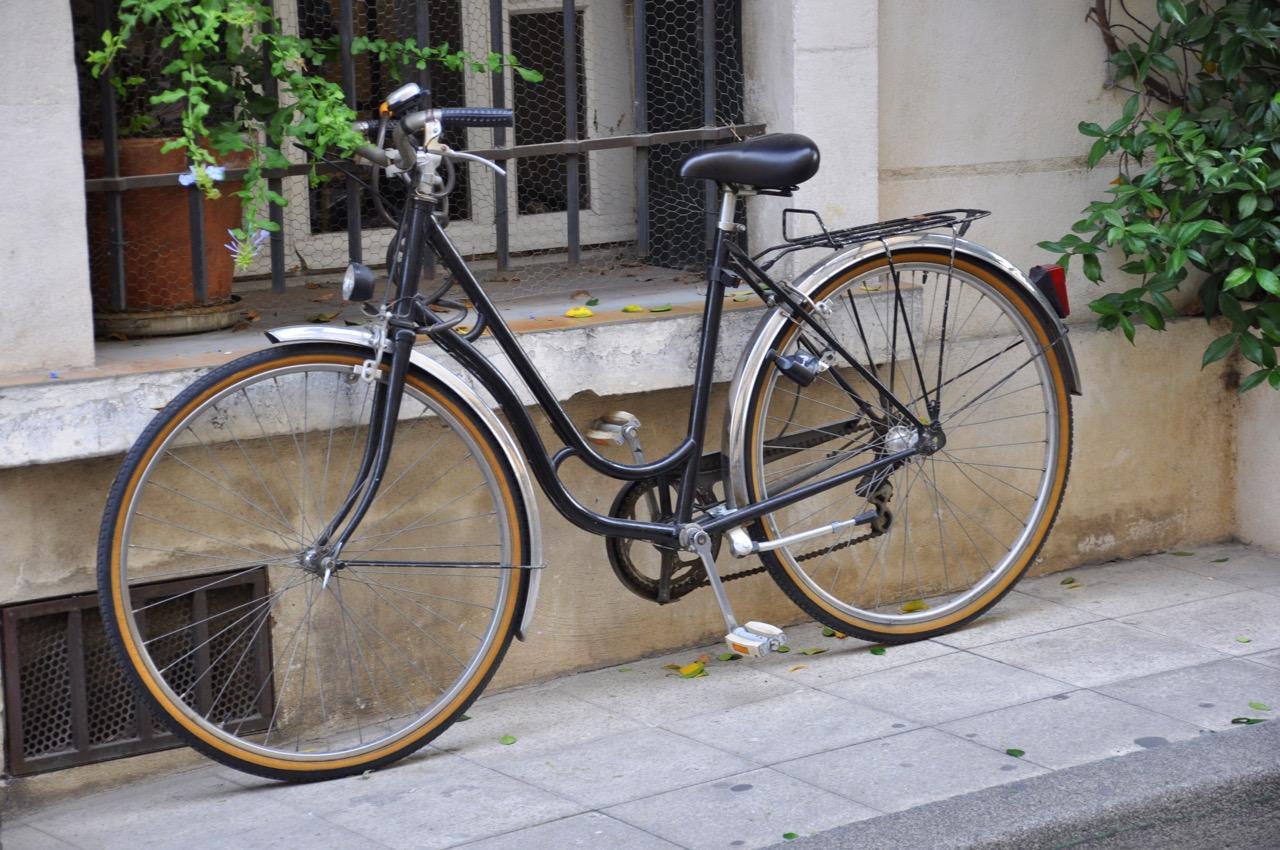 Vélo dans les rues d'Arles