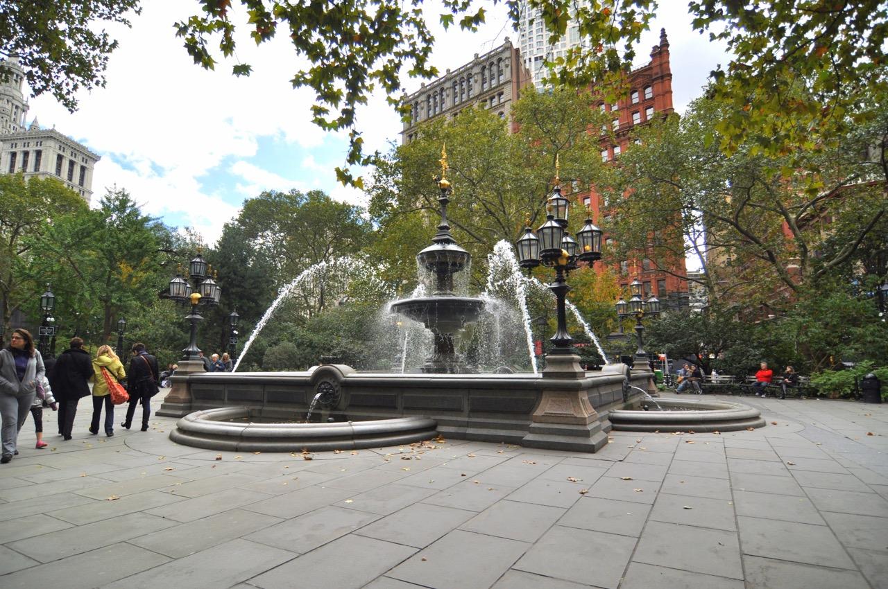 La fontaine du City Hall Park de New York