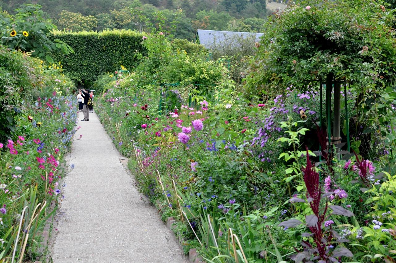 Une allée du jardin de Monet à Giverny